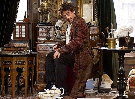 Sherlock Holmes (2009 Film) 바탕화면 probably with a drawing room, a box coat, and a dressing 표, 테이블 called Sherlock Holmes