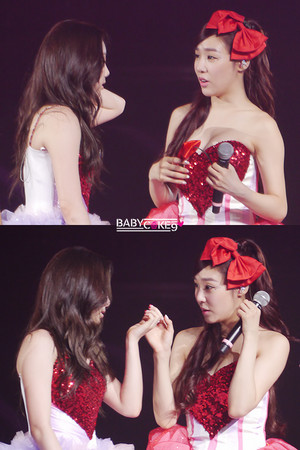 Taeyeon and Tiffany concierto 130914
