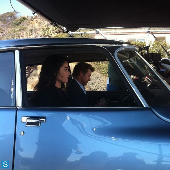 The Mentalist - Episode 6.06 - fuoco and Brimstone - BTS foto of Simon Baker and Robin Tunney