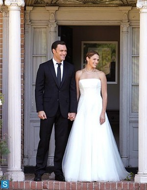 The Mentalist - Season 6 - First Look at Rigsby's and অগ্রদূত Pelt's Wedding