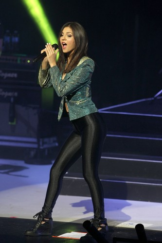 विक्टोरीया जस्टीस वॉलपेपर containing tights and a leotard entitled Victoria Justice – Tight Pants [June 21, 2013]