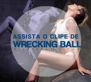 Wrecking Ball Vedio screenscaps