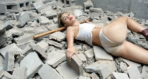 Wrecking Ball Vedio screenscaps