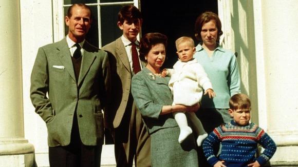 퀸 elizabeth ii with family