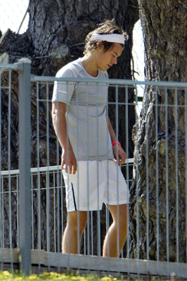 Harry Styles wallpaper with a chainlink fence titled  September 24th - Harry Working Out in a Park in Adelaide, Australia