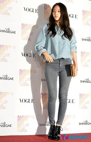 F(x) wallpaper containing a well dressed person titled 130927 f(Krystal) - Vogue Fashion Night Out