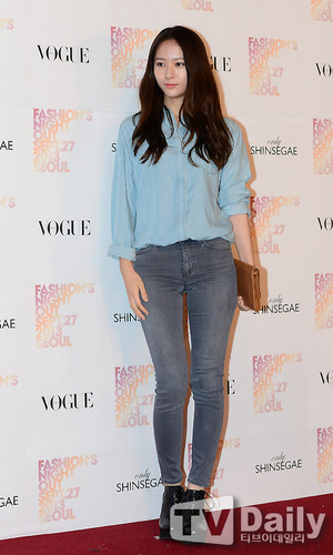 F(x) wallpaper containing a pantleg titled 130927 f(Krystal) - Vogue Fashion Night Out