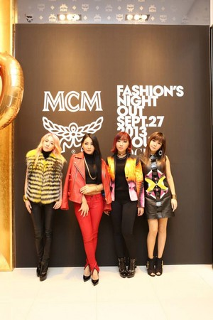 2NE1 @130927 Vogue Fashion Night Out!