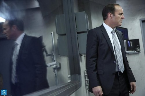 Agents of S.H.I.E.L.D. wallpaper with a business suit, a suit, and a two piece titled Agents of S.H.I.E.L.D - Episode 1.03 - The Asset - Promo Pics