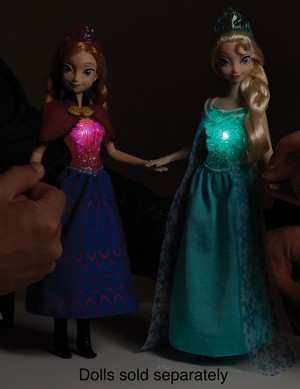 Anna and Elsa anak patung