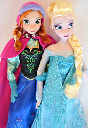 Anna and Elsa Disney Store búp bê