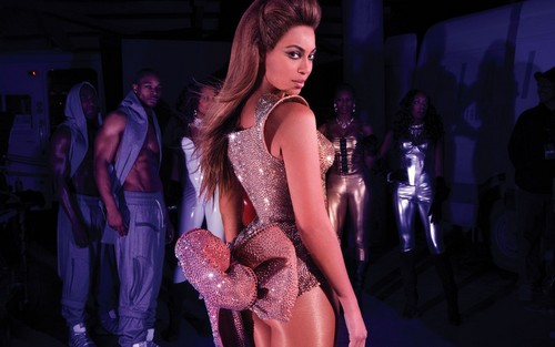Beyonce wallpaper possibly containing a bustier entitled Beyonce Tourbook pic