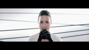 Demi Lovato - corazón Attack {Music Video}