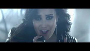 Demi Lovato - puso Attack {Music Video}