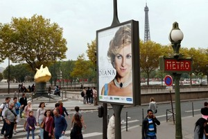 Diana Movie Ad gepostet At Entrance to Pont d'Alma Tunnel Where She Died
