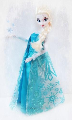 Elsa Дисней Store doll