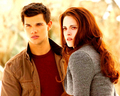 Jacob and Bella - the-twilight-saga-vampires-wolves wallpaper