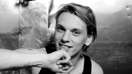 "Jamie Campbell Bower achtergrond entitled Jamie Campbell Bower | Hunger TV ""I Dare You"""
