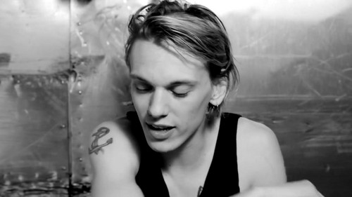 "Jamie Campbell Bower achtergrond titled Jamie Campbell Bower | Hunger TV ""I Dare You"""