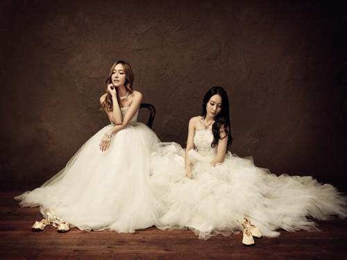 F(x) wallpaper containing a bridal gown, a bridesmaid, and a gown titled Jessica (SNSD) & Krystal ( F(x) ) - Stonehenge