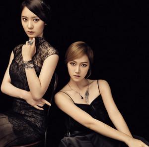 Jessica (SNSD) & Krystal ( एफ(एक्स) ) - Stonehenge