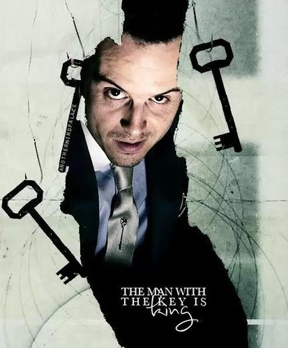 Sherlock in der BBC Hintergrund probably with a hacksaw entitled Jim Moriarty
