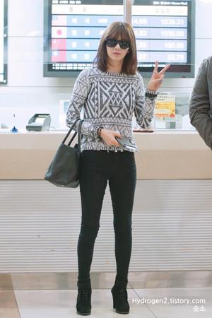 JungAH at GIMPO airport departing to জাপান