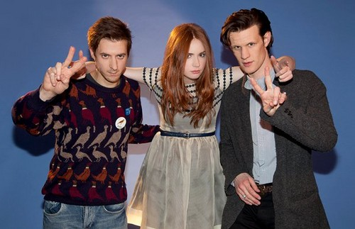 Amy Pond দেওয়ালপত্র possibly containing a well dressed person, an outerwear, and an overgarment entitled Karen Gillan