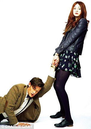 Amy Pond پیپر وال possibly containing a hip boot titled Karen Gillan