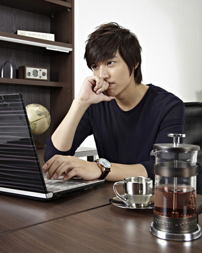 Lee Min Ho wallpaper probably with a coffee break, a sign, and a turntable called Lee Min Ho