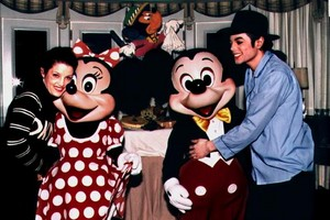 Michael And Lisa Marie Visiting Michael And Minnie