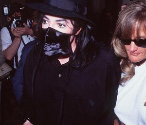 Michael And một giây Wife, Debbie Rowe