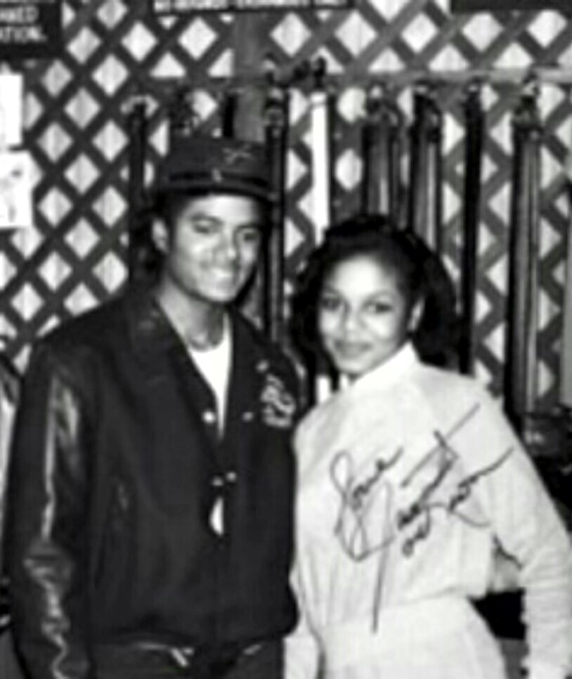 A Vintage Autographed تصویر Of Michael And Janet