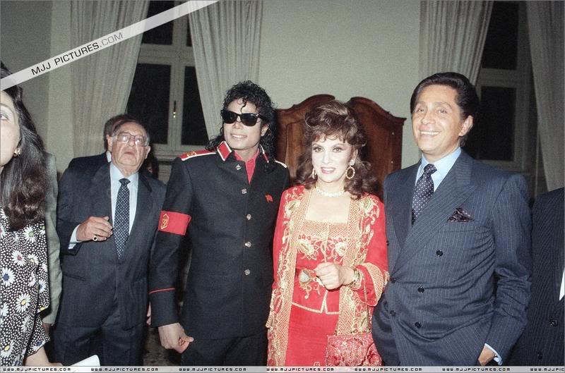 Michael and বন্ধু