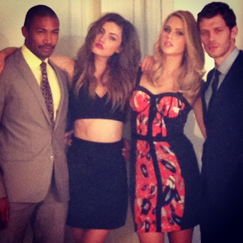 The Originals پیپر وال possibly containing a business suit and a suit called Phoebe Tonkin + Claire Holt