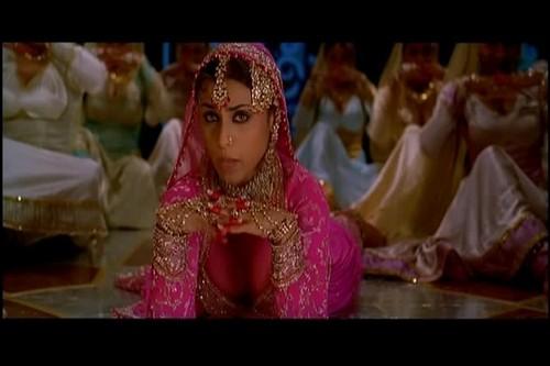 Rani Mukherjee kertas dinding titled Rani Cleavage