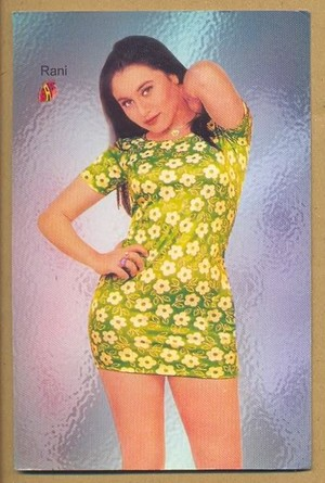Rani in Mini falda