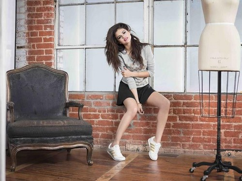 Селена Гомес Обои with hosiery, bare legs, and tights called Selena Gomez photshoot