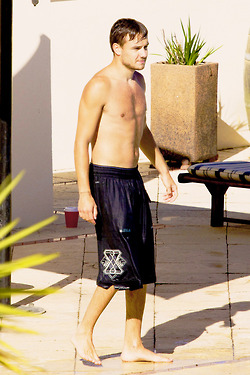 Shirtless Payne *-*