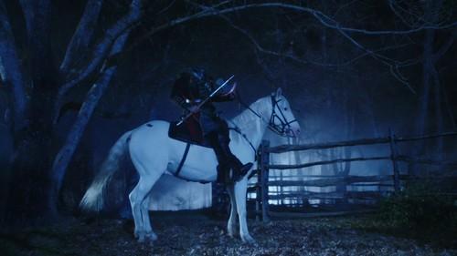 Sleepy Hollow (TV Series) karatasi la kupamba ukuta containing a lippizan and a horse trail entitled Sleepy Hollow Screencaps