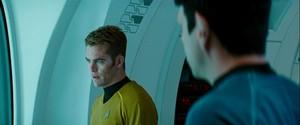звезда Trek: Into Darkness (2013)
