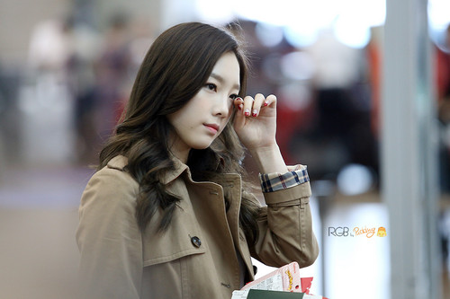 Girls Generation/SNSD images Taeyeon Airport HD wallpaper ...