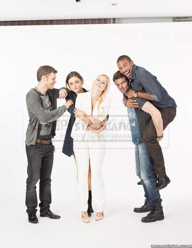 The Originals پیپر وال possibly containing a well dressed person, a pantleg, and long trousers titled The Originals cast - EW Comic con Photoshoot 2013