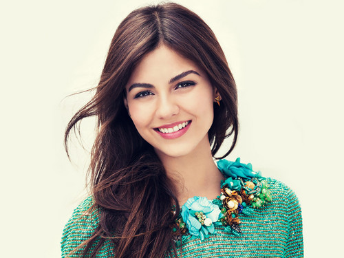 Victoria Justice wallpaper possibly with a portrait titled Victoria Justice