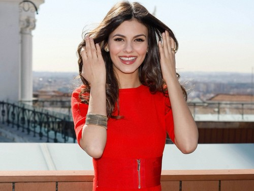 Victoria Justice wallpaper possibly containing a playsuit, an outerwear, and a top called Victoria Justice
