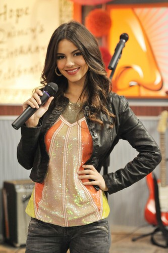 Victoria Justice wallpaper probably with a hip boot entitled Victorious