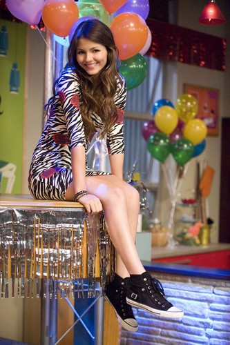 Victoria Justice wallpaper entitled Victorious