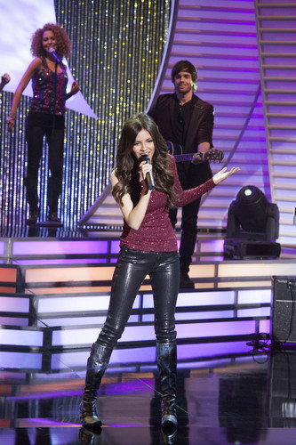 Victoria Justice wallpaper with a hip boot and tights entitled Victorious