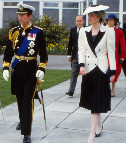 Prinzessin Diana Hintergrund probably with uniform, regimentals, and a full dress uniform called princess of wales