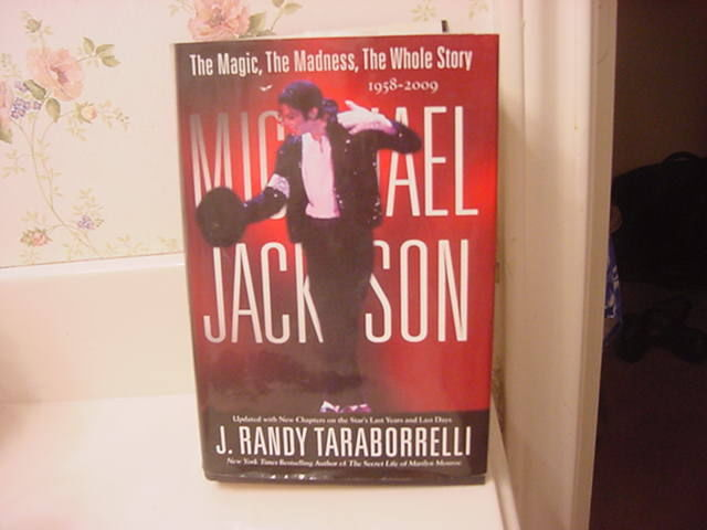 "2009 Updated Biography, ""Michael Jackson: The Magic, Madness And The Whole Story"""